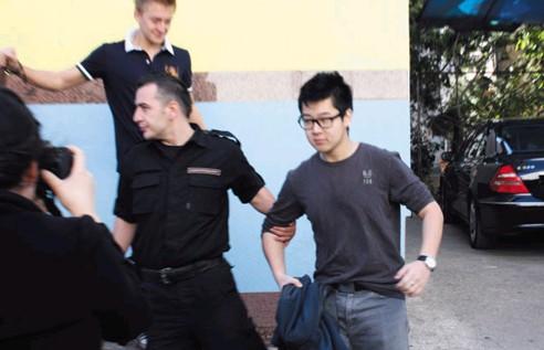 资料图:金韩松在警方的保护下,应摄于在波黑就读时